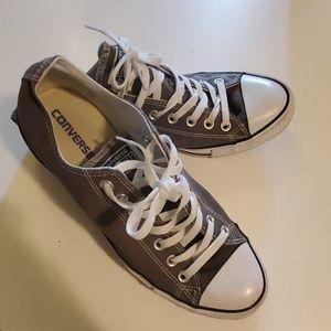 Converse Low Rise Shoes Size 10. Grey.